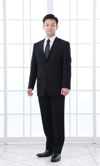 礼服を着ている男性